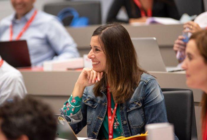 Alumno en clase del IESE